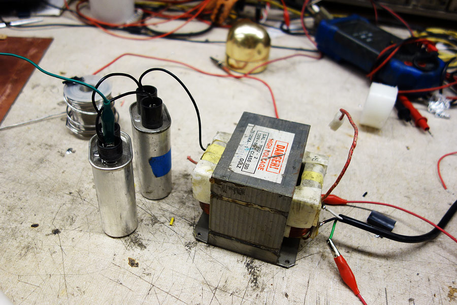 loneoceans laboratories resonant mot arcs the arc is very hot and powerful large electrodes must be used otherwise they will melt